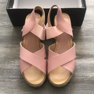 NIB adorable Secret Celebrity wedges